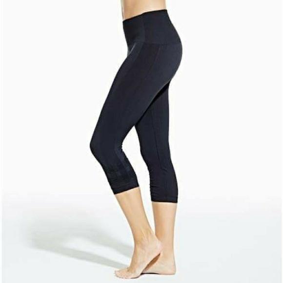 5018603551a6d CALIA by Carrie Underwood Pants - Calia Seamless Capri Legging - size medium