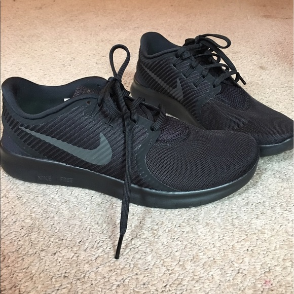 womens nike free run commuter black