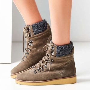 Urban Outfitters • Justine Grey boot