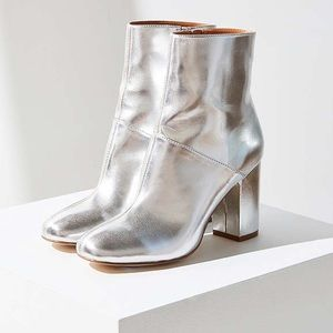 Urban Outfitters • Zelda Metallic Boot