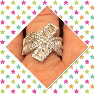 Jewelry - Gorgeous bling ring💎💍💎
