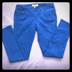 Lola size 7 skinny jeans in a pretty Teal Blue hue