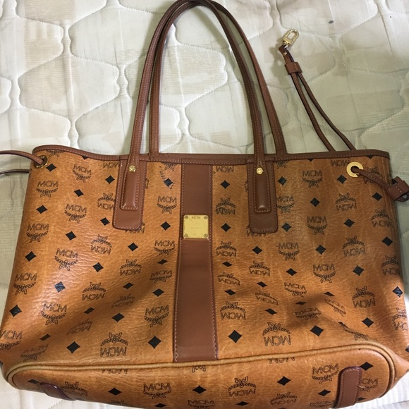 1010638fdd01 MCM Reversible Liz Visetos Shopper w detachable.  M 595ab0f9680278e97c019fe9. Other Bags ...