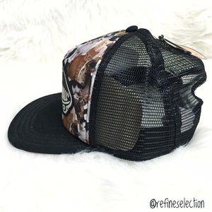 1167203464f Vans Accessories - Vans x ASPCA Kitty Cat Beach Girl Trucker Hat