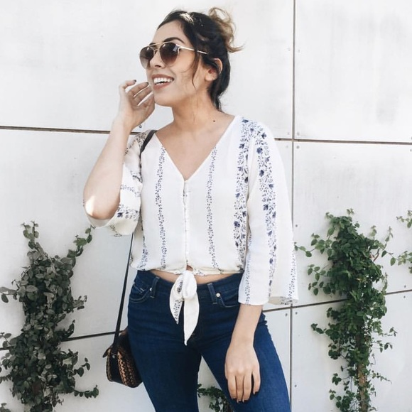 American Eagle Outfitters Tops - Tie up top