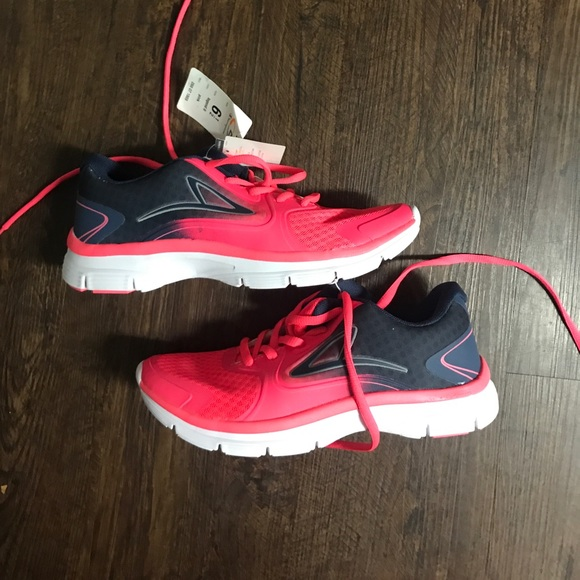 8ed719ba85a1a BNWT Champion target running shoes