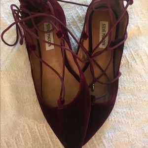 Steve Madden Maroon Lace Up Flats