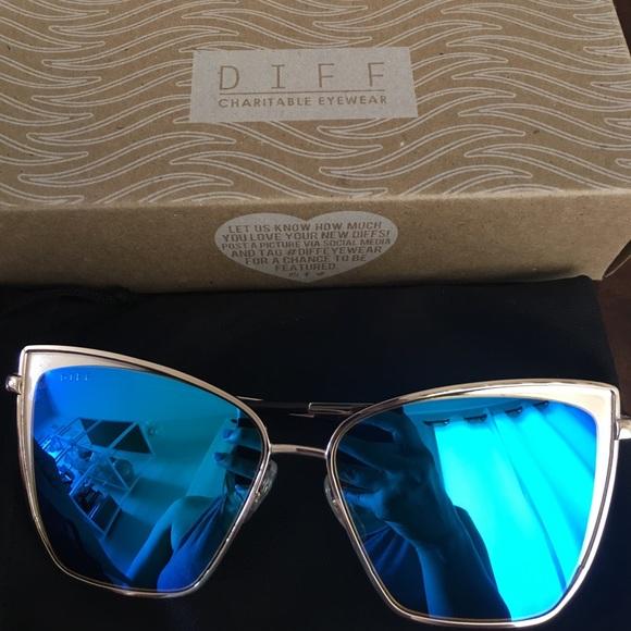 e4f731f301 Diff Eyewear Accessories - Becky gold frame blue diff eyewear