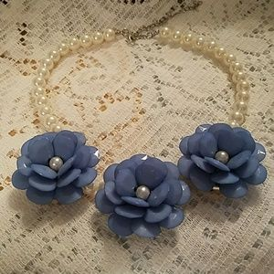 Jewelry - NEW pearl acrylic flower adjustable necklace