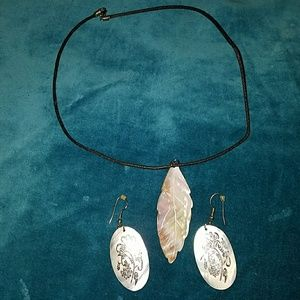 Jewelry - NWOT Mother of Pearl necklace and earnings