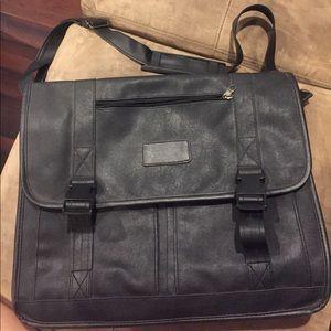 Vintage style faux leather messenger bag.