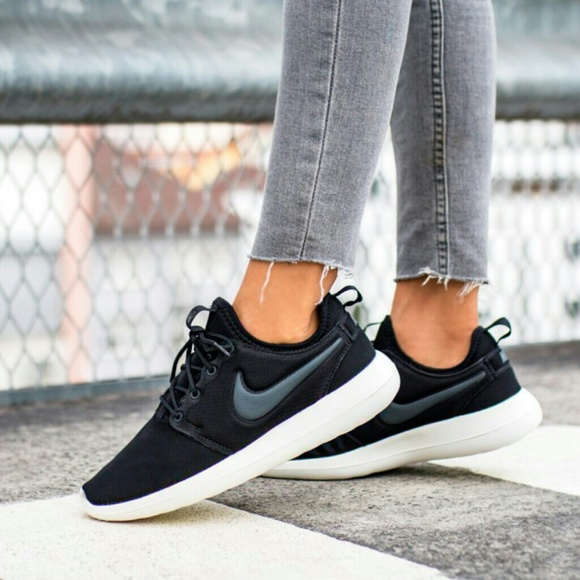 womens black and white nikes