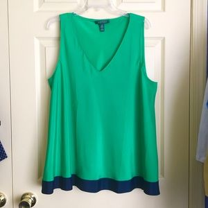 NWOT Beautiful Kelly Green and Navy Lauren Top