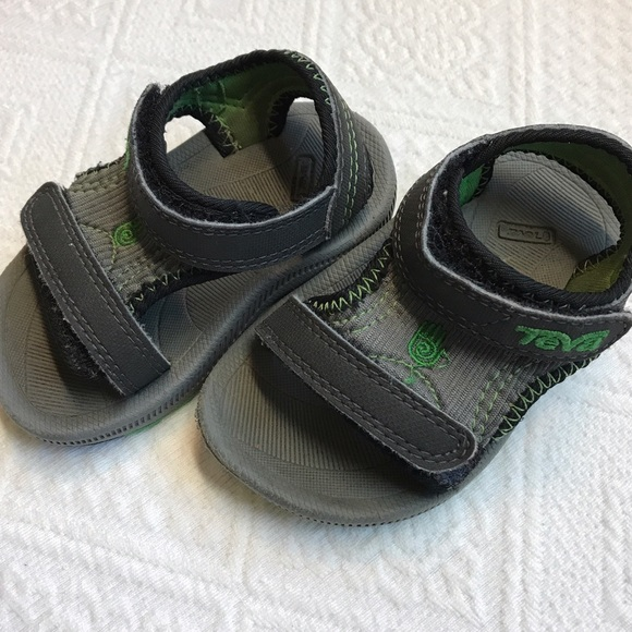 ff47dba13573 Toddler Tevas size 4 baby shoes sandals water shoe.  M 595bb4df4225beaa70008eec