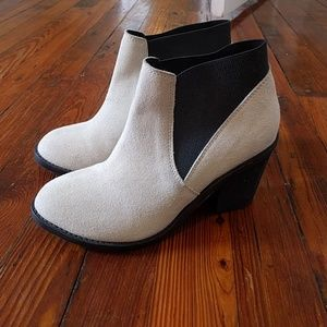 Urban outfitters white suede booties size 6