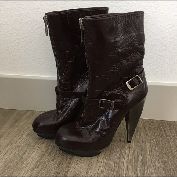 965bb84a019 Chloe Shoes - Chloé    Brown Patent Leather Horseshoe Booties