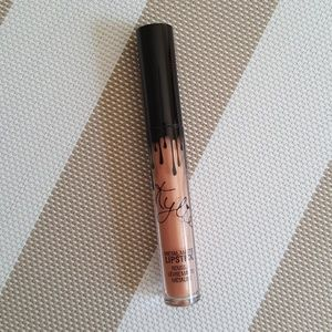 Kylie Metal Matte lip gloss in Heir