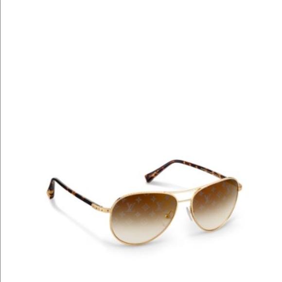 5f3f0ca95436 Louis Vuitton Accessories - Louis Vuitton unisex aviator gold sunglasses