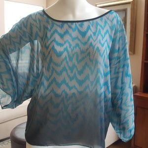 Tops - Very pretty cold shoulder top