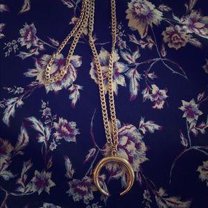 Jewelry - Moon shape necklace