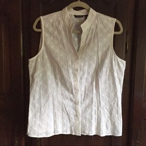 Tops - Sleeveless white blouse embroidered XL