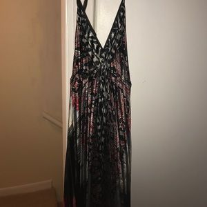 Dresses & Skirts - Beautiful Maxi backless patterned dress