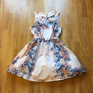 Dresses & Skirts - Light pink Floral Dress Size Medium