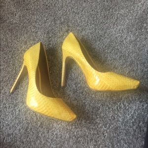 Rachel Roy Yellow Snakeskin Pumps Sz 6.5
