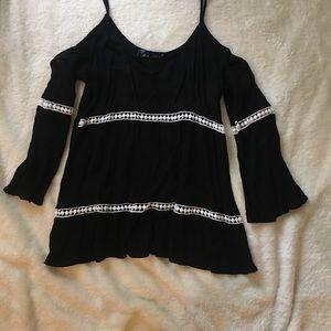 FRANCESCA's cold shoulder blouse size M