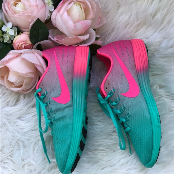 sports shoes bde0a 8f9f6 NWT Nike ID Lunartempo 2 W, size 7
