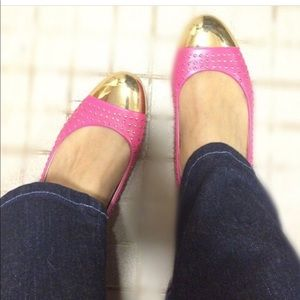 ME TOO Size 9 studded Fuchsia Flats with go tip