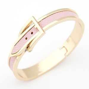 Jewelry - NWOT Pink and gold belt bangle