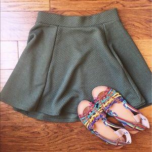 🐢H&M olive green skirt