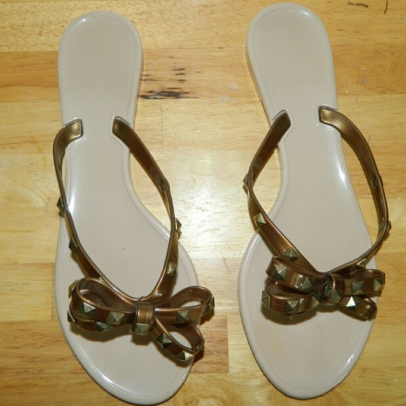 40 off bamboo shoes bamboo ariana bronze flip flop sandal size 10n from annisha 39 s closet on. Black Bedroom Furniture Sets. Home Design Ideas