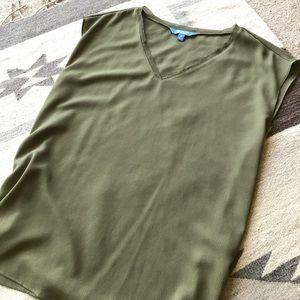 NWOT Vera Wang blouse. Size XL