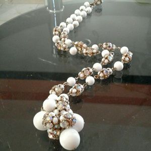 Jewelry - Abstract white necklace