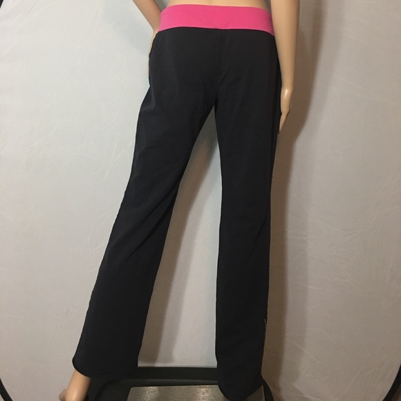 Under Armor Semi-Fitted Yoga