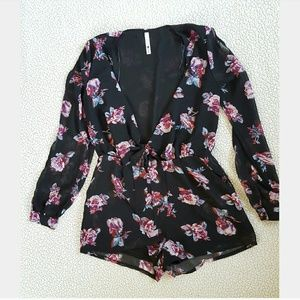 Other - 2/18$! Cute Floral Romper
