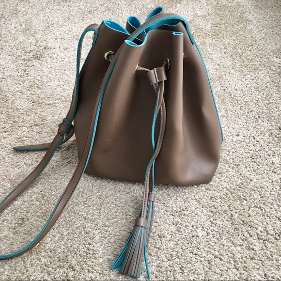 Steve Madden Handbags - Steve Madden crossbody bucket bag