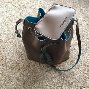 Steve Madden Bags - Steve Madden crossbody bucket bag