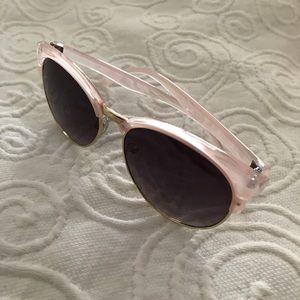 39af2d4e939 Accessories - Super cute   flirty sunglasses