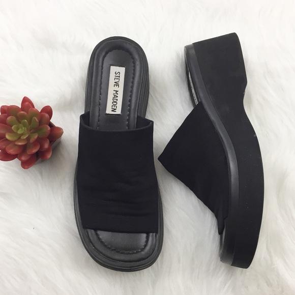 83f52d1eead Vintage 90s Steve Madden Black Slide On Sandals. M 595d95a82ba50a9335027e90