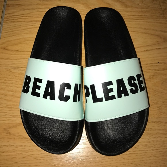 863a8d6cd6010 🆕Victoria s Secret PINK beach please slides M. M 595d9a06bcd4a7ad3902867b