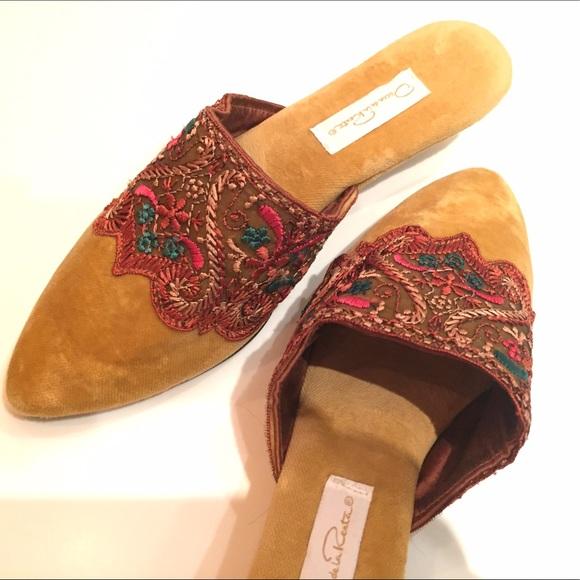 Oscar de la Renta velvet slides mules slippers. M 595d9a7c5c12f86e43028c2a 1be020fb2f