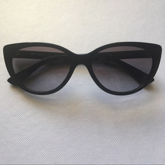 b91ca85d4ad Vogue Cat eye Sunglasses VO 2677-S. M 595d9fdbf09282558102bb4a