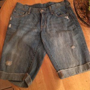 Denim ripped Bermuda shorts !