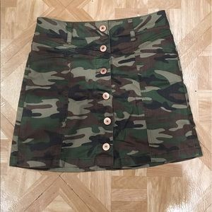Forever 21 Camo Skirt size 24