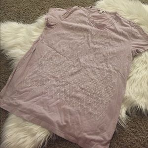 pretty light purple GAP tee w beading size L