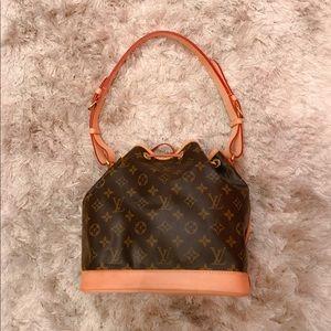 de63b50f0 Louis Vuitton Bags - 🔥sale🔥LOUIS VUITTON Noe BB Monogram w/ Crossbody