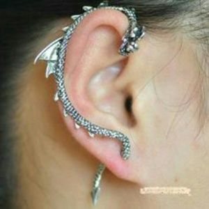 Jewelry - Silvertone dragon scales earcuff with curved tail